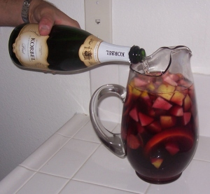 Sangria Pitcher 3 Champagne